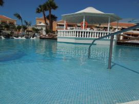 b_271_203_16777215_00_images_stories_Teneriffa-Sued_Los-Cristianos_Playa-Las-Vistas-2_Pool7.jpg