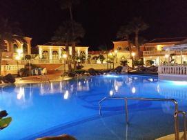 b_271_203_16777215_00_images_stories_Teneriffa-Sued_Los-Cristianos_Playa-Las-Vistas-2_Poolnachts.jpg