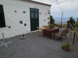 b_271_203_16777215_00_images_stories_Teneriffa-Sued_Playa-San-Juan_Casita-Rustica_Terrasse2.jpg