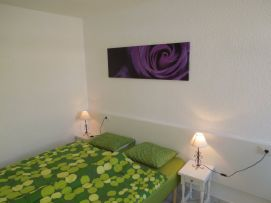 b_271_203_16777215_00_images_stories_Teneriffa-Sued_Playa-de-las-Americas_casa-tropical_1Schlafzimmer1.jpg