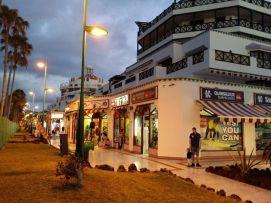 b_271_203_16777215_00_images_stories_Teneriffa-Sued_Playa-de-las-Americas_parque-santiago3_Einkaufspassage.jpg