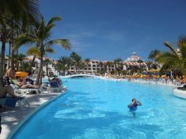 b_271_203_16777215_00_images_stories_Teneriffa-Sued_Playa-de-las-Americas_parque-santiago3_Pool1.jpg